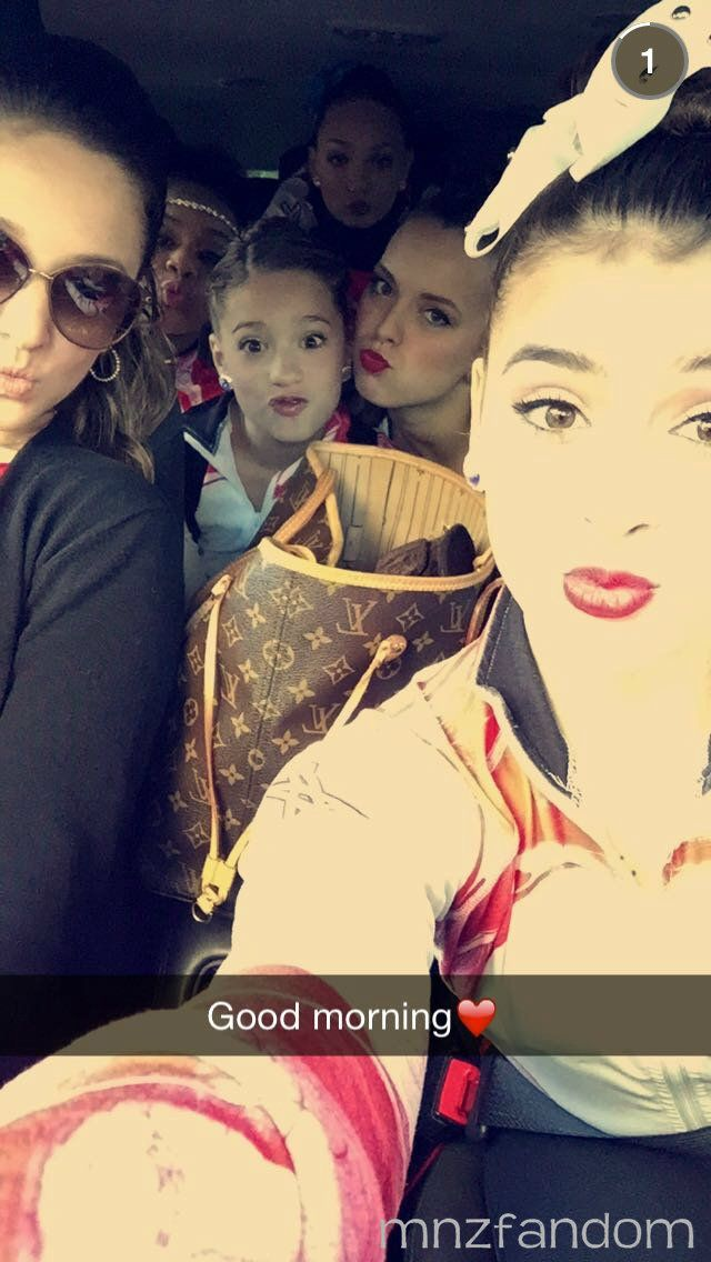 [S5E6] Gia Martellos, Kendall Vertes, Mackenzie Ziegler, Maddie Ziegler, Payton Ackerman and Kalani Hilliker on the bus ride to the competition.