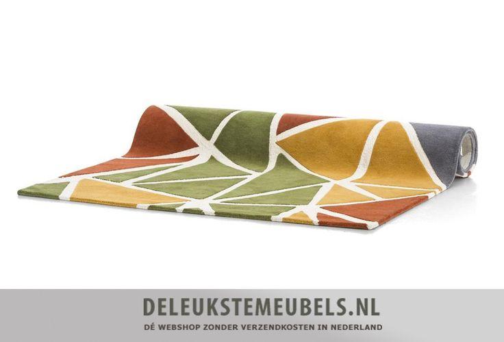 it vrolijke karpet Earth van het merk Youniq vrolijkt jouw interieur meteen op! Het is handgeweven en gemaakt van wol. De blokken in herfsttinten zijn helemaal van deze tijd en als je jouw woonkamer verder ook in deze kleuren aankleedt zal iedereen jaloers zijn!