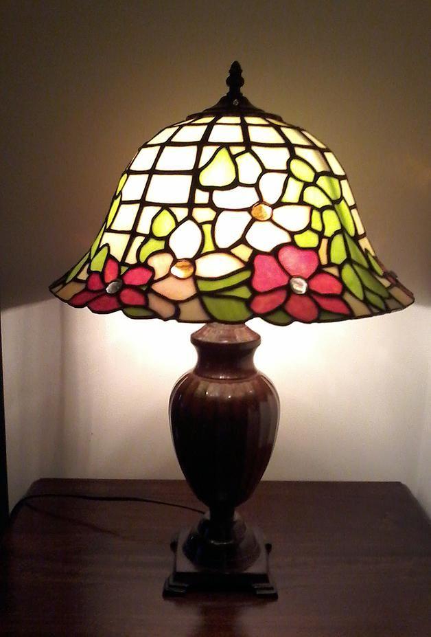 Lampada Tiffany a campana con gemme.