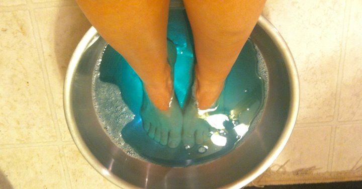 Žena si ponorila na 30 minút svoje nohy do ústnej vody. Pozrite sa, čo sa jej stalo potom | Chillin.sk