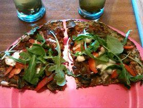 Zdrowa i lekka pizza na cukiniowym spodzie