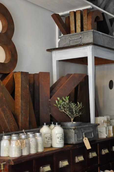 shop and letters: Country Vintage, Big Letters, Retail Vintage Display, Display Ideas, Cardboard Letters, Wooden Letters, Beautiful Things, Stores Ideas, Metals Letters