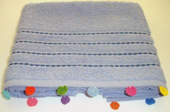 Towels with a touch of crochet http://febreroesasi.blogspot.com.es/2014/01/toallas-con-un-toque-de-crochet.html