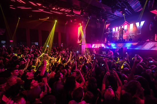 #naludamagazine #fashion #lifestyle #entertainment #usa #naludamagazine.com Nelly Drops a Throwback Performance at TAO Nightclub  #Country Grammar #Five #grammy #nelly #TAO Nightclub #vegas #Worship Thursdays