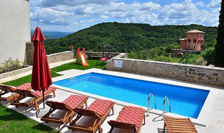 Oprtalj, Istrien, Kroatien: Sehr nettes Ferienhaus mit Pool, Dachterrasse, Garten und herrlicher Aussicht über die hügelige Landschaft Zentralistriens.