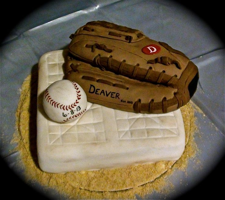 Baseball grooms cake - Everything is edible @Jenny Stone makes me think of your boyfriend! @Zack Sheppard Snyder