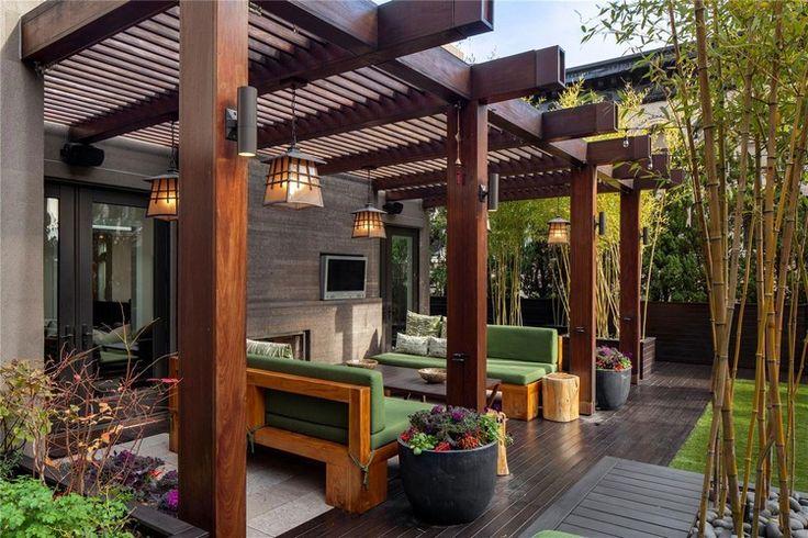 stabile Holz Pergola am Haus und Zen Ambiente