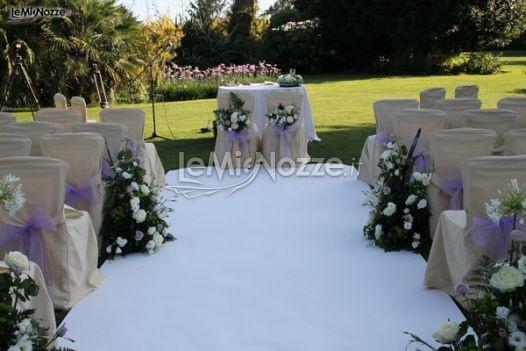 http://www.lemienozze.it/operatori-matrimonio/wedding_planner/organizzazione-cerimonie-roma/media/foto/13  Cerimonia all'americana. La scelta del giardino come location per il matrimonio.
