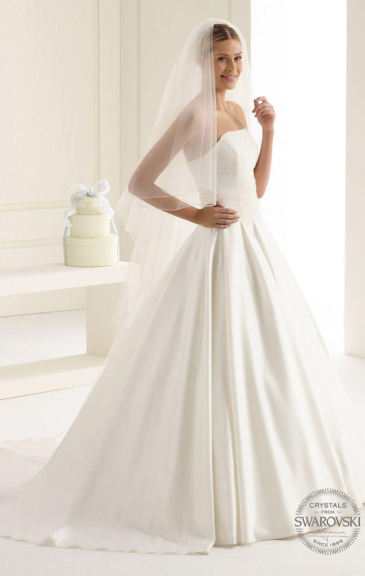Stunning veil S35 from Bianco Evento #biancoevento #veil #swarovski #weddingdress #weddingideas #bridetobe