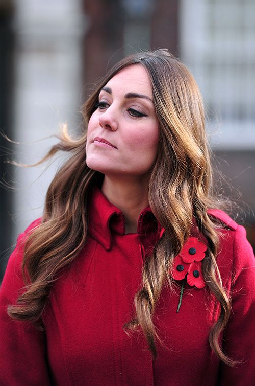 Kate Middleton Lets Gray Roots Grow In; People Freak Out  Read more: http://www.dailymakeover.com/trends/hair/kate-middleton-gray-hair/#ixzz2zjrPQ0Df