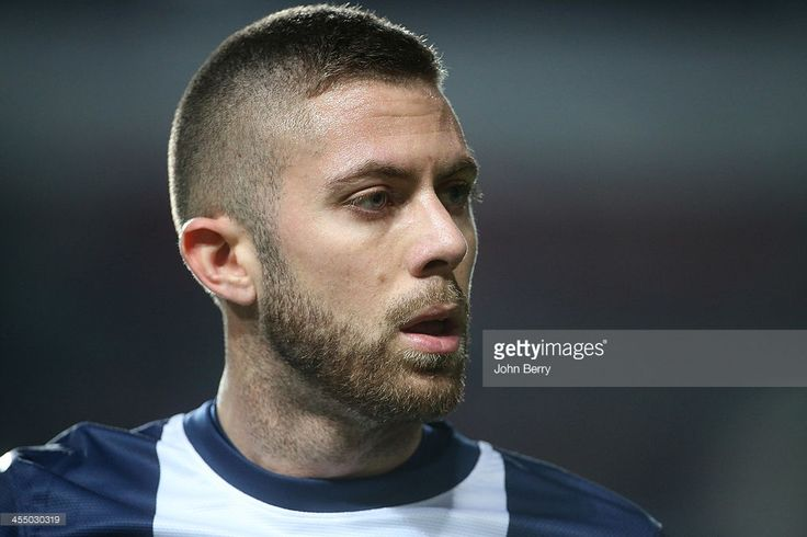 Jeremy Menez of PSG in action during the UEFA Champions League match between SL Benfica and Paris Saint-Germain FC at the Estadio de la Luz stadium on December 10, 2013 in Lisbon, Portugal.