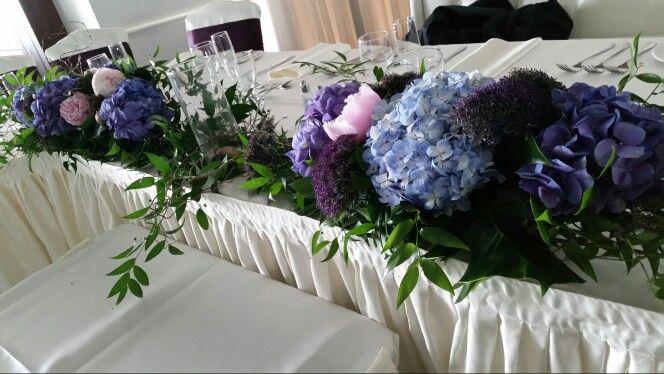 Centre de table d'honneur     bleu- mauve  #mariages Www.stylisteflorale.ca