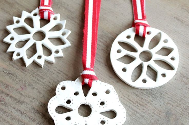Make these ornaments by Remodelando La Casa with polymer clay and those teeny cookie cutters that you always want to buy for no good reason.