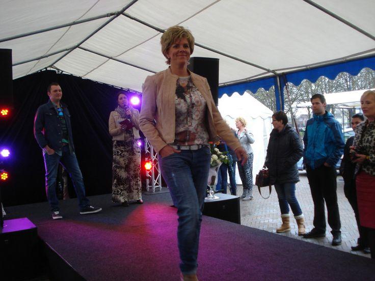 Poederroze suède jasje, sexy boyfriend jeans #mac