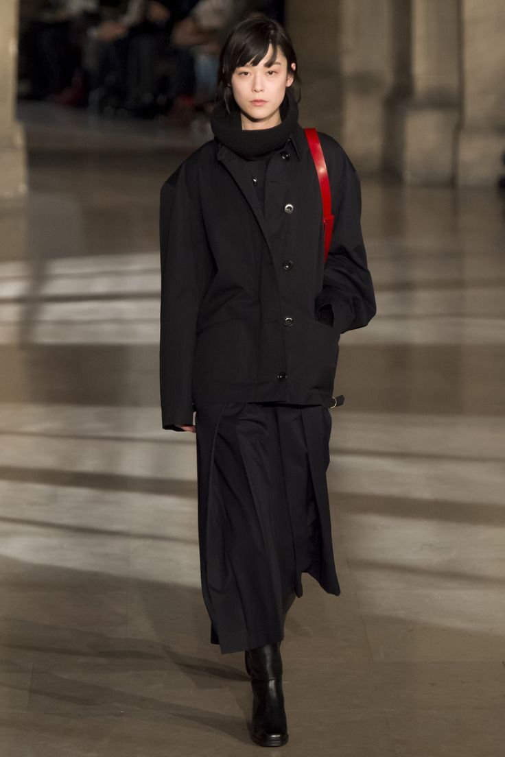 Lemaire Fall 2016 Ready-to-Wear Fashion Show Diversity on this Lemaire runway is somewhat better than catwalks of Lemaire's peers http://www.theclosetfeminist.ca/ http://www.vogue.com/fashion-shows/fall-2016-ready-to-wear/christophe-lemaire/slideshow/collection#14