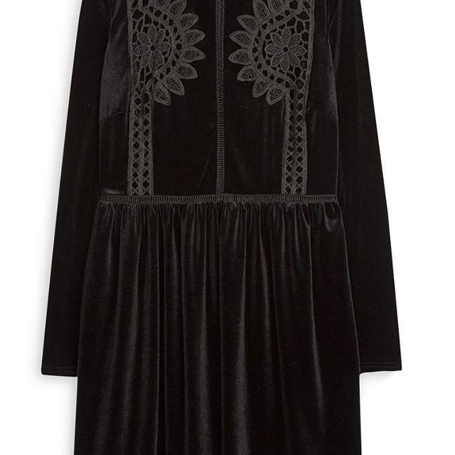 Vestido de terciopelo negro de ganchillo  Categoría:#primark_mujer #ropa_de_mujer #vestidos en #PRIMARK #PRIMANIA #primarkespaña  Más detalles en: http://ift.tt/2ErSyYk