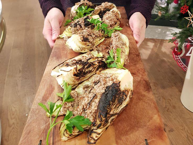 Grillad spetskål med pumpakärnor | Recept från Köket.se