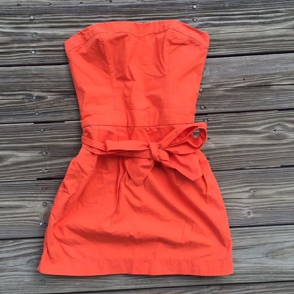 WEEKEND SALEStrapless Orange Dress w/ Bow Cute dress. Stretchy and has pockets. Worn once for my graduation. | no trades no paypal; Negotiations through the offer button please ❤️ Abercrombie & Fitch Dresses Strapless
