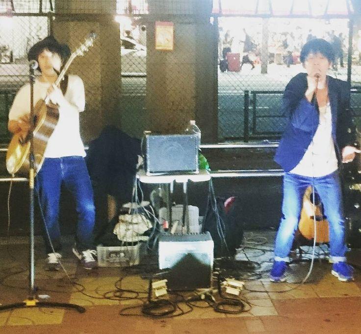 Apoiando um pouco a música independente local no caminho entre uma estação e outra :) #Wakaba #Ueno #Tokyo