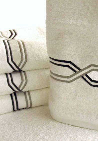 Custom bath towels by Léron Linens are embroidered and available in custom…