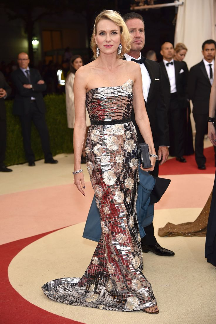 The 2016 Met Gala Red Carpet: Naomi Watts in Burberry