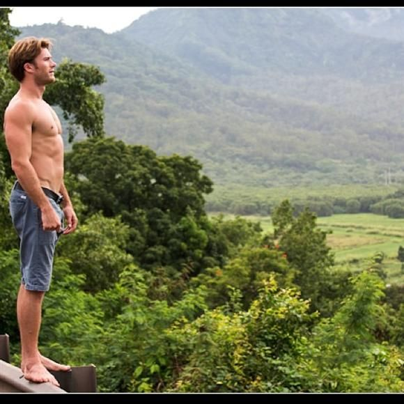 "Aloha again, Scott Eastwood's absJust in time for Thanksgiving, Scott Eastwood is expressing his gratitude for his newfound fame by posting a photo that will have many giving thanks for his workout regimen. ""Love Hawaii,"" he wrote on Thursday alongside this shirtless pic. Clint's son, who recently filmed ""Fury"" with Brad Pitt and Shia LaBeouf, previously triggered a drool response when he doffed his shirt and sucked on a cigar for Town & Country magazine.RELATED: Best and Worst Beach Bods"