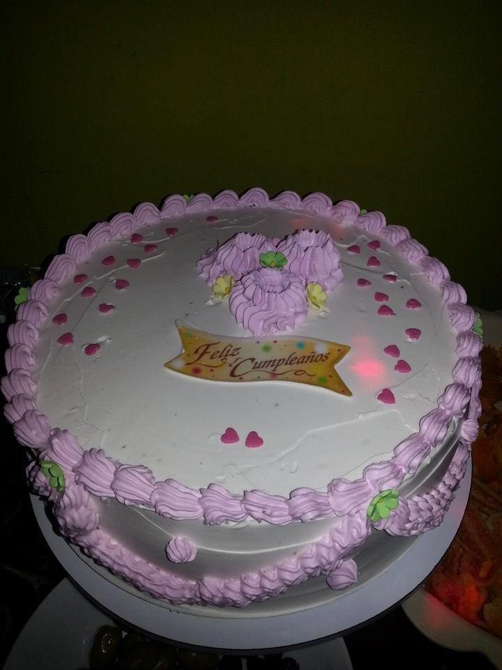 torta h meda de chocolate y manjar blanco decorado con