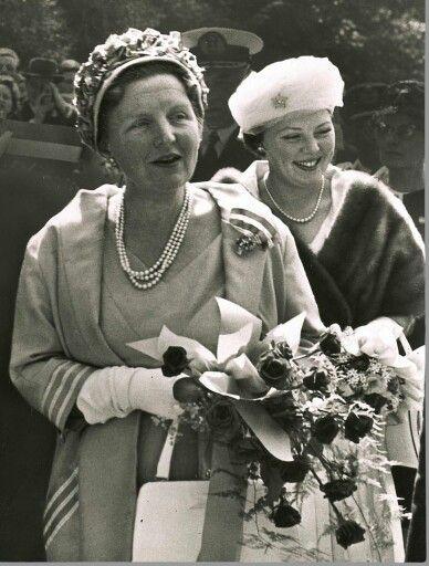 Koningin juliana en prinses Beatrix