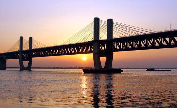 Big Bridge cross the River