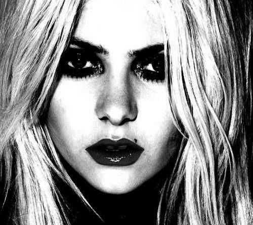 Taylor Monsen-(born July 26, 1993)[1] is an American actress, musician and model, who portrayed the character of Jenny Humphrey on the CW television series Gossip Girl and Cindy Lou Who in Dr. Seuss' How the Grinch Stole Christmas.[2] She fronts the rock band The Pretty Reckless.
