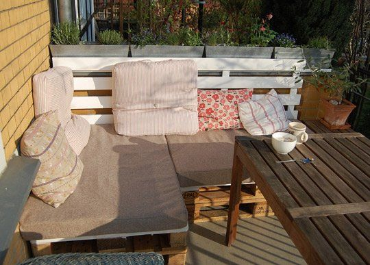 before and after pallets used for outdoor furniture