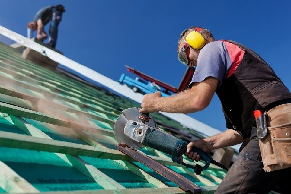 Choosing the Right Emergency Roof Repair Specialist