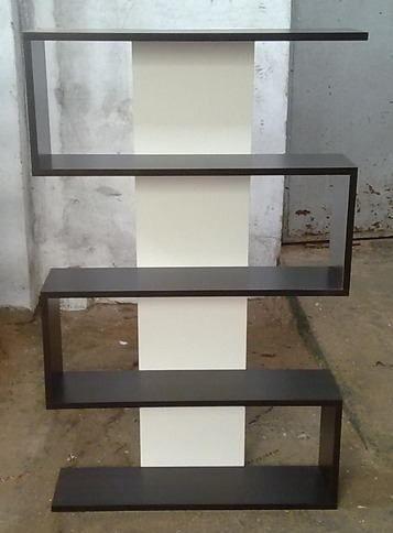Repisa biblioteca estantes en zig zag moderna minimalista for Muebles bibliotecas para living