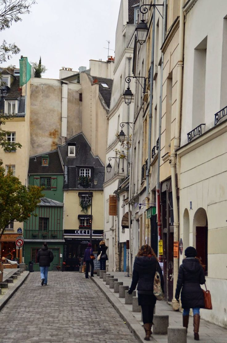 Rue Saint Julien le Pauvre via Paris and Beyond