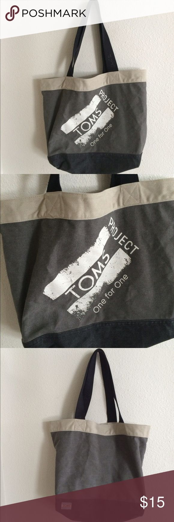 "TOMS gray canvas tote TOMS gray canvas tote bag. Measures 16"" long and 12"" tall. 9"" handle drop. Very good used condition.  🚫NO TRADES🚫 💲Reasonable offers accepted💲 💰Great bundle discounts💰 TOMS Bags Totes"
