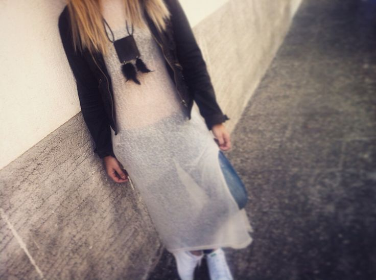 Long blouse chic habit Leather feather necklace