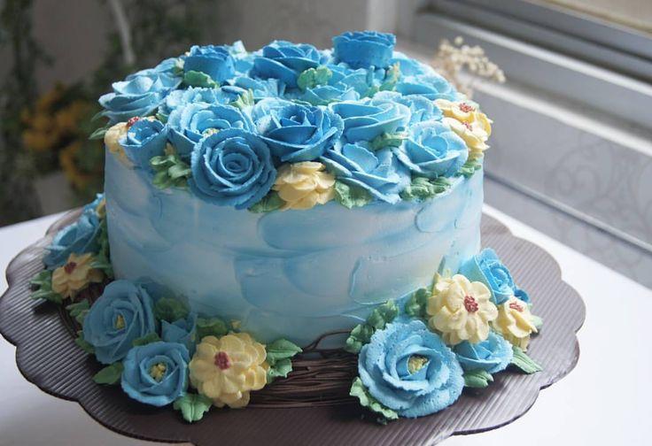 Flat laid Blue Roses for blue lovers, with hints of yellow dahlias  #cake #onlinecake #artcake #exclusive #cakebsd #cakeserpong #kuebsd #kue #jualkue #bsd #serpong #tangerang #tangerangselatan #tangsel #alamsutera #makan #makanan #pesta #birthday #anniversary #valentine #proposal #engagement #party #jakarta #indonesia #jualkueonline