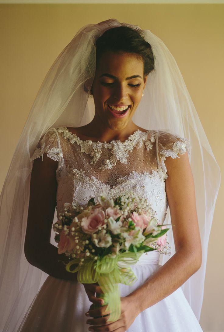 Post muito amor hoje! ♥ Vou compartilhar fotos em que eu, meu buquê e meu vestido de noiva estamos nos curtindo hehe Essas fotos foram tiradas imediatamente após eu ter acabado de me arrumar e como fiquei pronta com folga aproveitamos o momento... >>> clique na foto para ver o post completo!