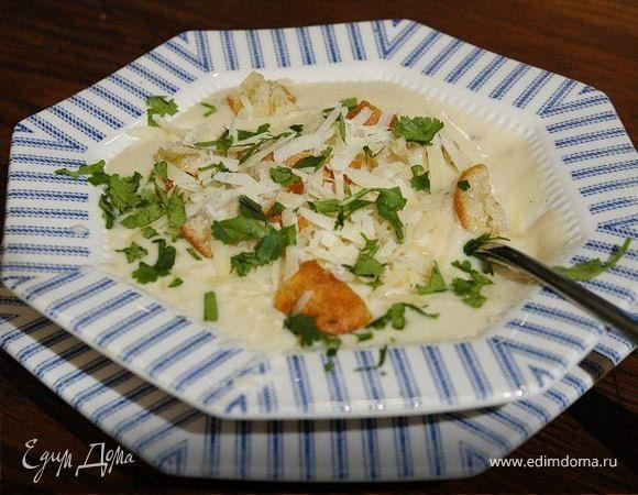 Суп-пюре из цветной капусты от Юлии Высоцкой. Такой суп хорошо хранится 2–3 дня в холодильнике. Если у вас предубеждение против цветной капусты или вам никогда не нравились супы-пюре, попробуйте этот рецепт. Взбивайте в блендере небольшими порциями до совершенного состояния густого крема, и ваши предубеждения будут забыты! Хлеб берите любой, который вам нравится. #готовимдома #едимдома #кулинария #домашняяеда #обед #суп #пюре #капуста #цветная #юлиявысоцкая #вкусно #аппетитно #готовимдлявсех…