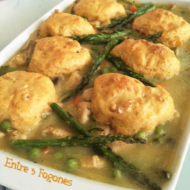 """Debéis estar sorprendidos. Porque ¿Qué tenemos hoy en el blog? Cazuela de Pollo con Verduras y Dumplings .La palabra """"Dumpling"""" viene del inglés y significa """"bola de masa hervida&…"""