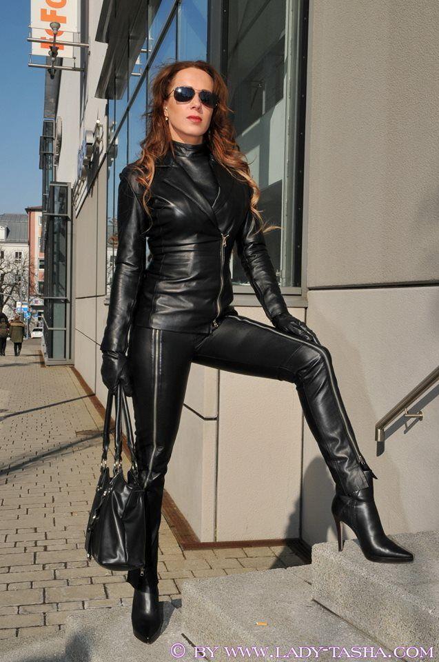 latex gay domina transvestiitti seuraa