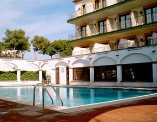 Located in quiet residential area of Castelldefels on the other side of the Barcelona road, Hotel Canal Olímpic is not surprisingly close to the Olympic Canal and a short walk from the beach.