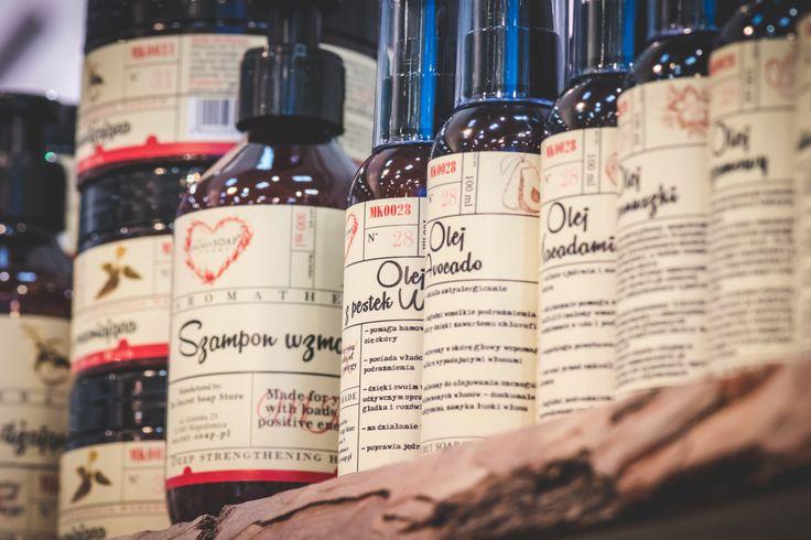 100% oleje roślinne macadamia, ze słodkich migdałów, awokado, jojoba.. <3 Pełna oferta tutaj: http://secret-soap.com/fiolki-i-czyste-oleje-214