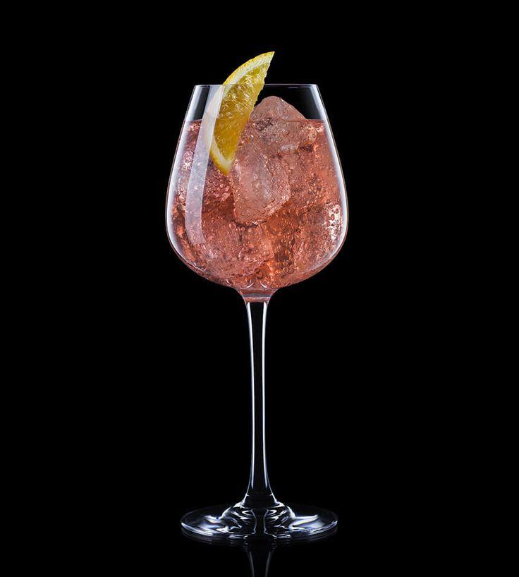 Cette boisson alcoolisée à base de vin bordelais et de liqueurs d'agrumes très consommée dans les années 60 est parfait pour l'apéritif.  Ingrédients:   1,5cl de sirop de pamplemousse rose 6cl