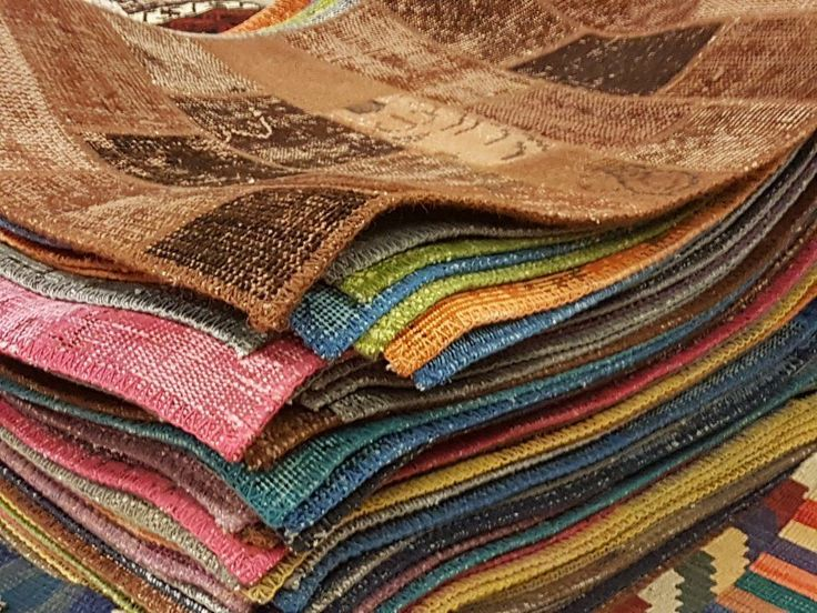 A #professionalrugcleaning service with trained technicians offers you this at a small and affordable price.