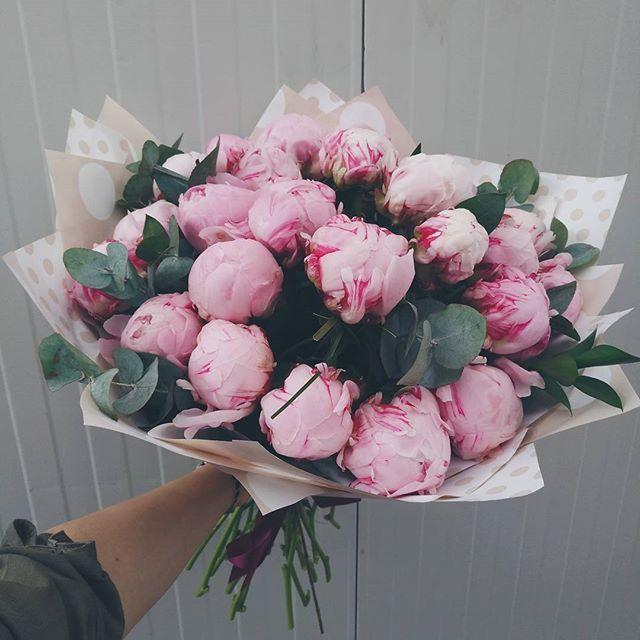 Buchet de vară cu bujori roz.  Pink Peony bouquet