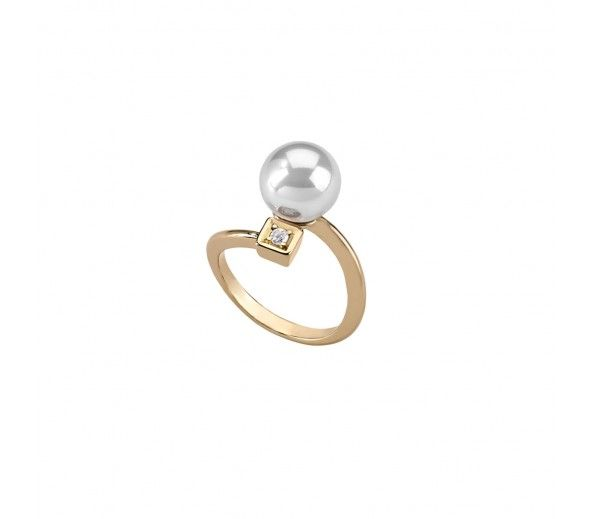 This delicate design showcases a gorgeous round pearl! #Majorica #pearls #giftsforher #janesjewelers