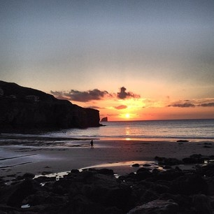 Beautiful Cornish sunset in Trevaunance cove St Agnes Cornwall #sunset #skyporn #cornwall #trevaunancecove