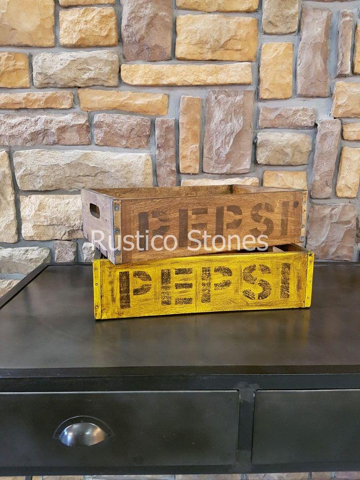 Leuke vintage, rustieke houten Pepsi kratjes. Prachtig cadeau om aan vrienden te geven als dienblad . Kan bijvoorbeeld heel leuk op je aanrecht of op je sidetable staan. 45*30 cm hoogt 13cm