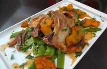 Chuletas de cerdo con piña y gengibre
